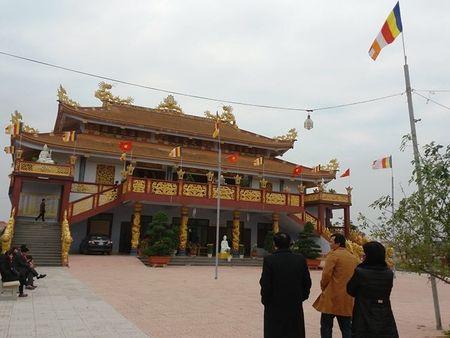 Quang Binh: Nguoi dan no nuc di le chua dau nam - Anh 1