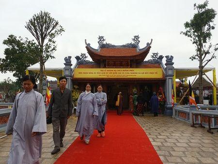 Quang Binh: Nguoi dan no nuc di le chua dau nam - Anh 2
