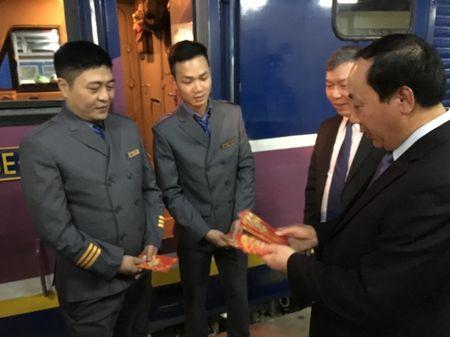 Lanh dao Bo GTVT tien hanh khach cuoi cung cua nam At Mui - Anh 9