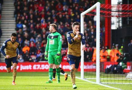 Bournemouth 0-2 Arsenal: Oezil toa sang, 'Phao thu' tim lai nu cuoi - Anh 1