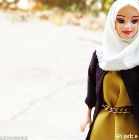 Anh: Ngam bup be Barbie bi an, quyen ru trong trang phuc Hoi giao - Anh 3