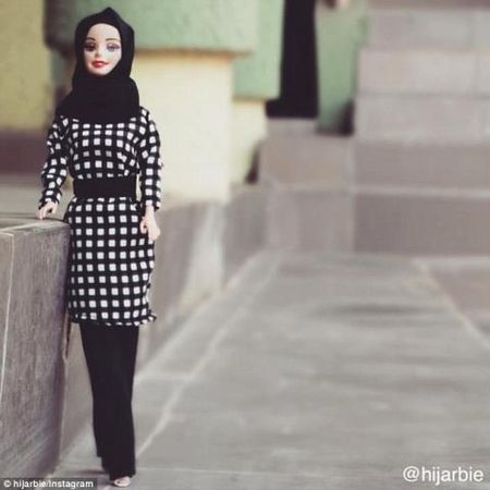 Anh: Ngam bup be Barbie bi an, quyen ru trong trang phuc Hoi giao - Anh 7