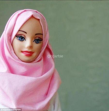Anh: Ngam bup be Barbie bi an, quyen ru trong trang phuc Hoi giao - Anh 8