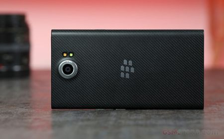 BlackBerry cat giam 200 nhan vien tai Canada va My - Anh 1