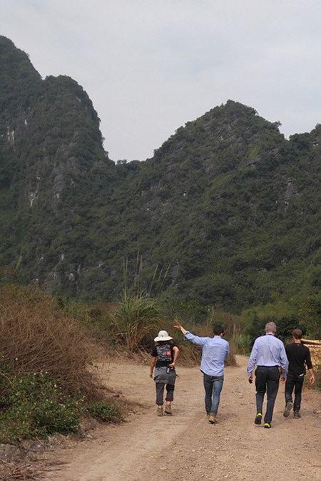 Dai su My loi bun tham phim truong 'King Kong' o Ninh Binh - Anh 8