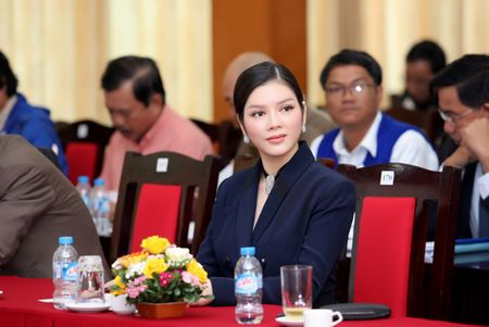 Ly Nha Ky khoe ve dep sang trong quy phai - Anh 3