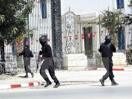 Tunisia pha o khung bo dinh vuot bien de phuc vu nhom IS - Anh 1