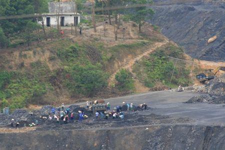 Quang Ngai: Tang cuong kiem tra khai thac khoang san - Anh 3