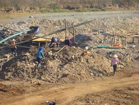 Quang Ngai: Tang cuong kiem tra khai thac khoang san - Anh 6