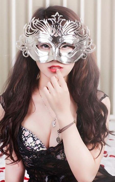 Hot girl Linh Miu tung gay soc bang anh phan cam co nao? - Anh 7
