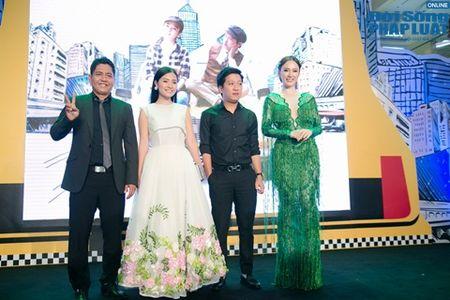 Nha Phuong biu moi treu dua Truong Giang cuc dang yeu - Anh 1