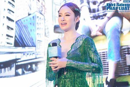 Nha Phuong biu moi treu dua Truong Giang cuc dang yeu - Anh 6