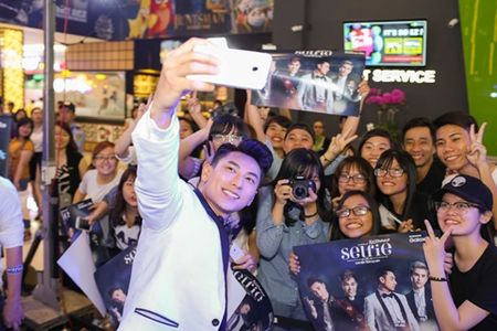"""Fans """"phat cuong"""" vi hanh dong nay cua Isaac danh cho Will - Anh 2"""