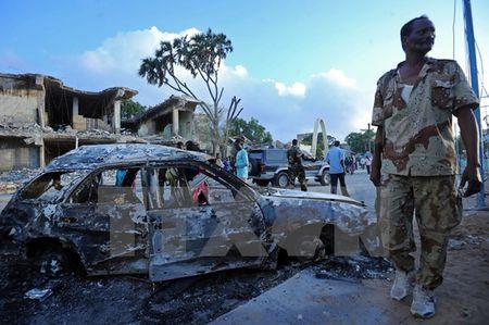Somalia bat 6 nghi can vu danh bom kep khien hon 70 nguoi thuong vong - Anh 1