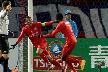 Anh Duc mo ty so, Binh Duong van thua nguoc FC Tokyo - Anh 1
