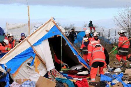 Phap: Trai ti nan rung Calais giaI tan trong khoi lua bao luc - Anh 3