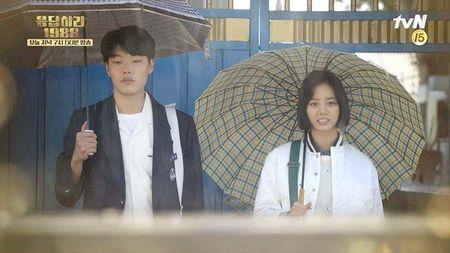 2 nam phu 'cuop' dat dien cua nam chinh trong phim Han - Anh 1