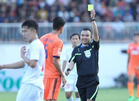 Vong 2 V-League: Trong tai va trung ve Duong Van Pho - Anh 1
