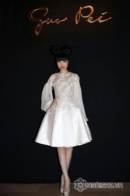 Jessica Minh Anh ngoi hang VIP tai Paris Fashion Week - Anh 1