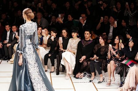 Jessica Minh Anh ngoi hang VIP tai Paris Fashion Week - Anh 3