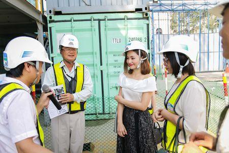 Lan Phuong hao huc tham quan khu xay dung tau dien ngam - Anh 8