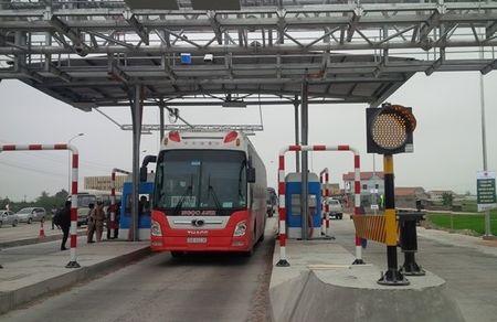 Muc phi qua tram Km1999+300 quoc lo 1 Tien Giang - Anh 1