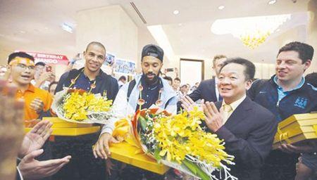 Bau Hien voi ke hoach dua Barcelona sang Viet Nam - Anh 1