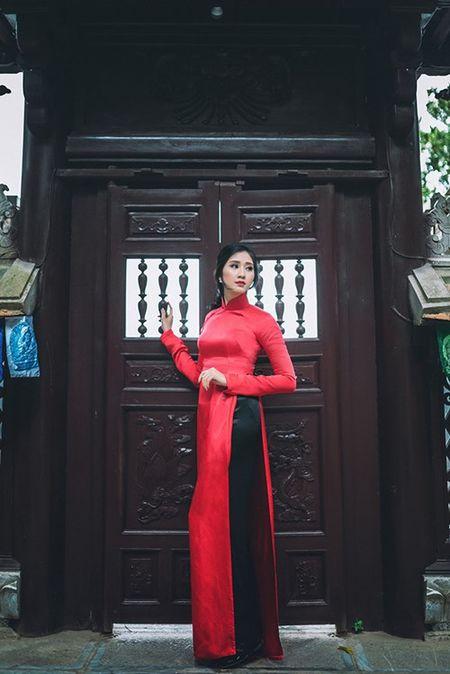 Nu sinh Viet Nam an tuong xinh dep voi ao dai do - Anh 3