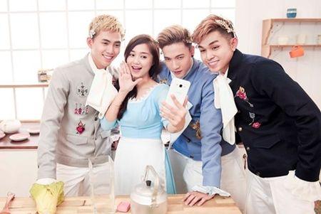 "Nhom 365 ra mat MV ve chuyen tinh voi ""Lo Lem"" thoi hien dai - Anh 8"
