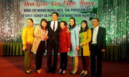 Mo tiec mung Pho so boi 'khong may khi gap mat day du lanh dao' - Anh 1