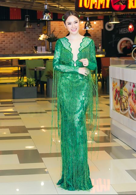 "Angela Phuong Trinh ""lan at"" Nha Phuong - Truong Giang tren tham do - Anh 2"
