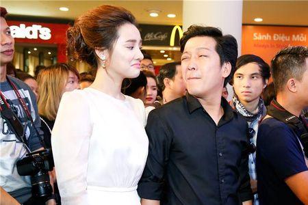 "Angela Phuong Trinh ""lan at"" Nha Phuong - Truong Giang tren tham do - Anh 5"