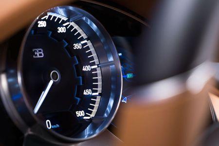 Bugatti Chiron - dong co W16, 1.500 ma luc, 500km/h, 2,7 trieu USD - Anh 16