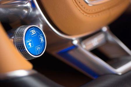 Bugatti Chiron - dong co W16, 1.500 ma luc, 500km/h, 2,7 trieu USD - Anh 18