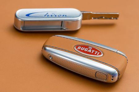 Bugatti Chiron - dong co W16, 1.500 ma luc, 500km/h, 2,7 trieu USD - Anh 19