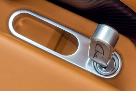 Bugatti Chiron - dong co W16, 1.500 ma luc, 500km/h, 2,7 trieu USD - Anh 21
