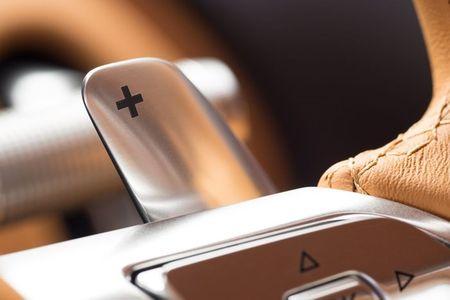 Bugatti Chiron - dong co W16, 1.500 ma luc, 500km/h, 2,7 trieu USD - Anh 22