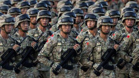 """Chuyen gia My: Quan doi Trung Quoc chi la """"ho giay""""! - Anh 1"""