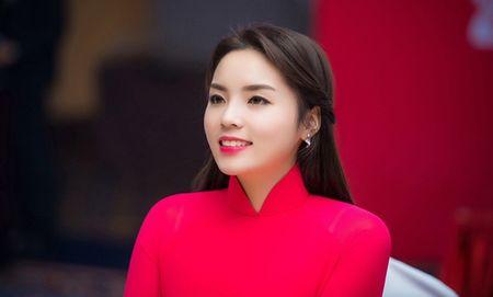 Ky Duyen lai 'hung gach' vi loi photoshop - Anh 6
