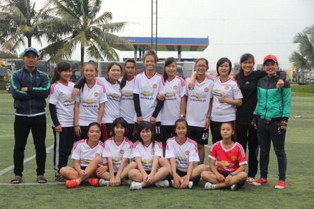 Cuu lay giac mo san co cua bong da nu Phu Yen - Anh 1