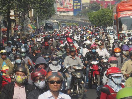 TPHCM: Ket xe ca buoi sang tren duong Dien Bien Phu vi sua cau - Anh 1