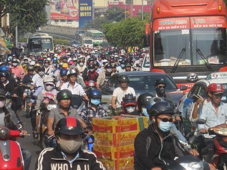 TPHCM: Ket xe ca buoi sang tren duong Dien Bien Phu vi sua cau - Anh 4