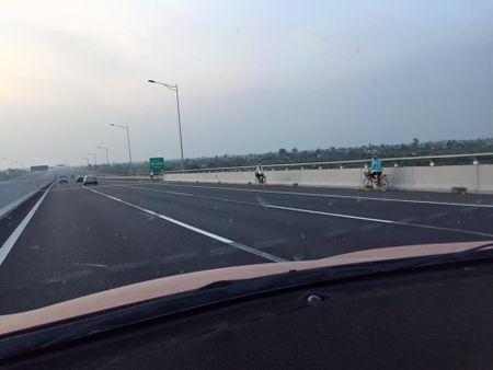 Canh bao nan chay xe nguoc chieu tren cao toc Ha Noi - Hai Phong - Anh 1