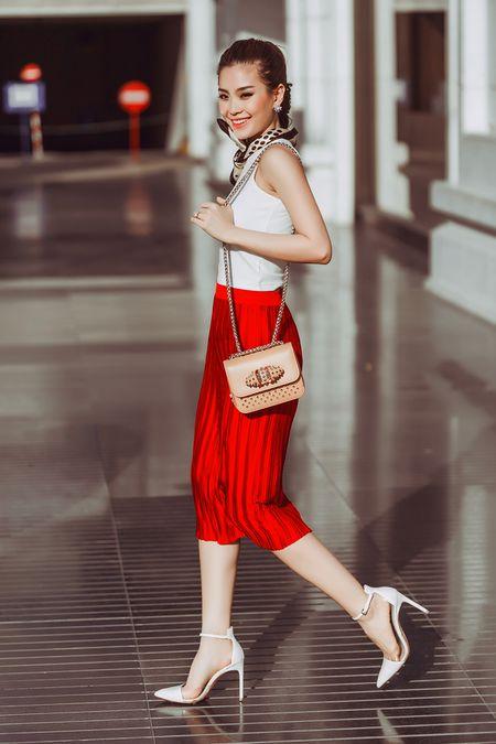 Street style giao mua thanh lich cua A hau Diem Trang - Anh 5