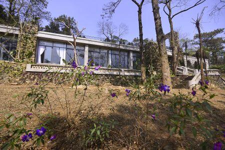 Toan canh resort hoanh trang khong phep o Ba Vi - Anh 2