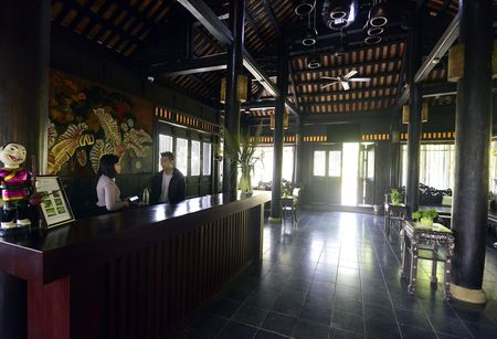 Toan canh resort hoanh trang khong phep o Ba Vi - Anh 9