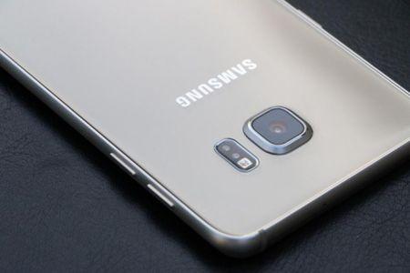 Galaxy S7 ra mat, S6 tien nhiem ha gia den 6 trieu dong - Anh 1