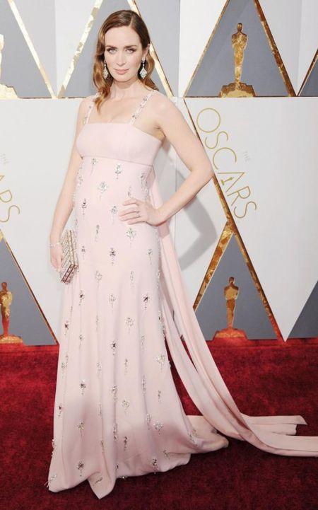 Thoi trang bau tinh te tren tham do Oscar - Anh 4