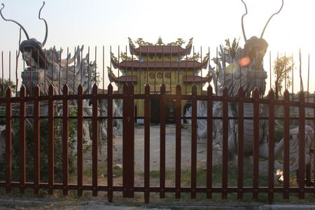 Can canh nha tho to danh hai Hoai Linh bi dung thi cong - Anh 2