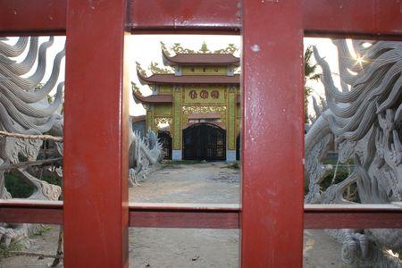 Can canh nha tho to danh hai Hoai Linh bi dung thi cong - Anh 3